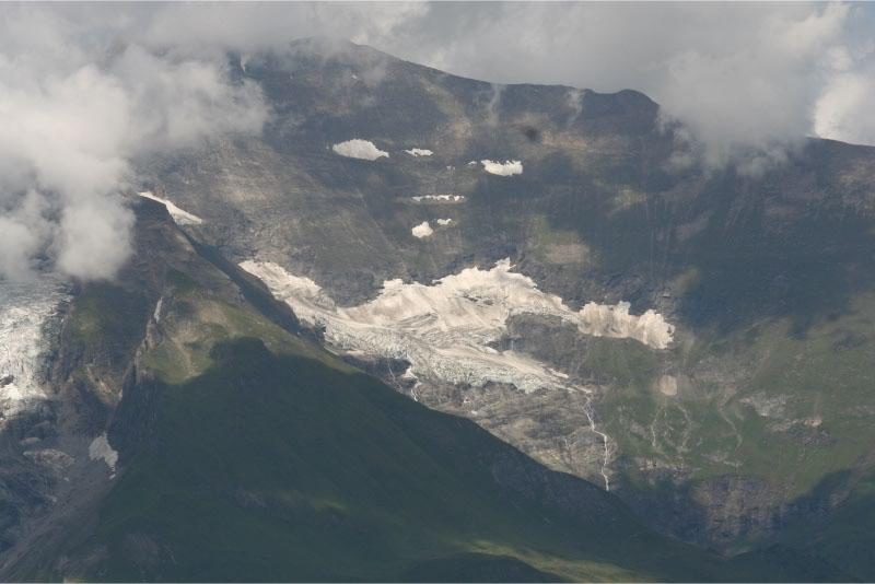 Grossglockner-Hochalpenstrass naar beneden kijken op een gletsjer