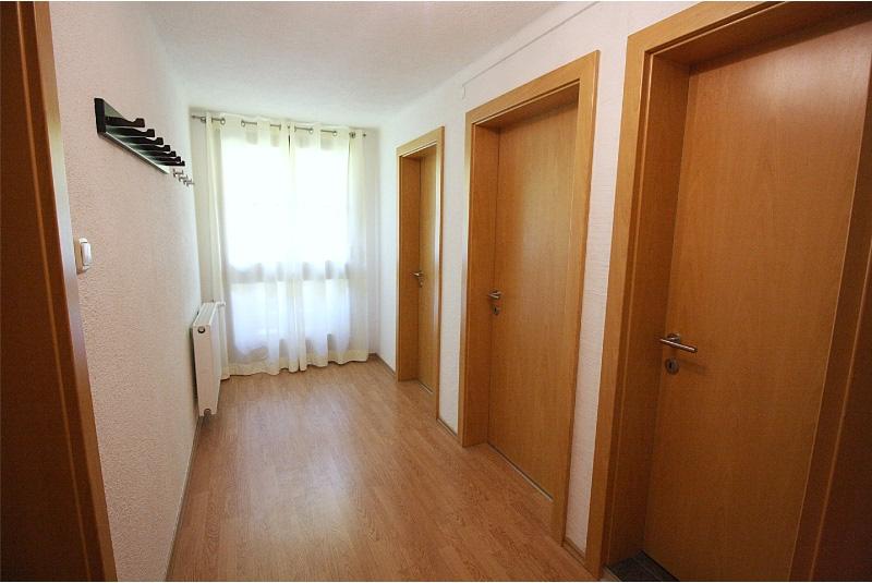 verloop 1e verdieping met 2 toiletten, badkamer 2 en slaapkamer 4