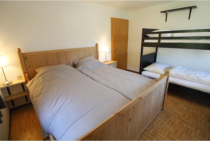 slaapkamer 4 met tweepersoonsbed en stapelbed