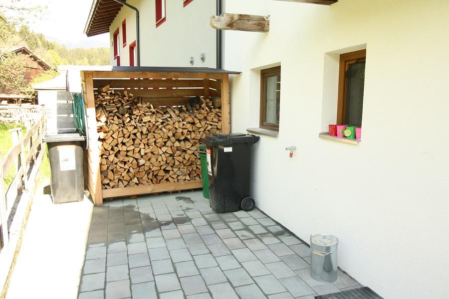 Achtertuin met houthok
