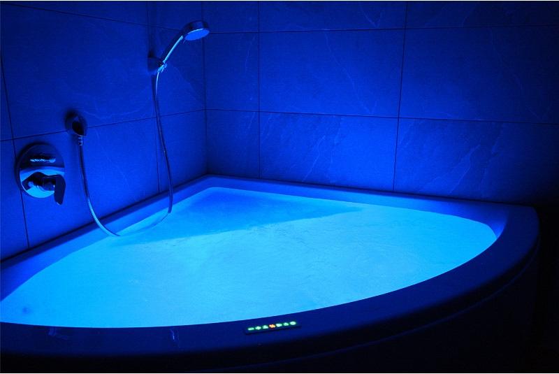 badkamer 3 met luxe Villeroy & Boch bad 2